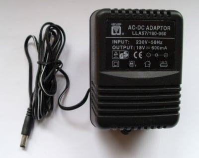 Адаптер . 220V-18V 0.6A