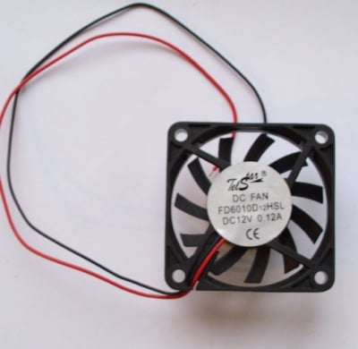 Вентилатор . 12V 60X60X10мм.