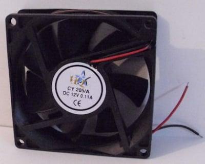 Вентилатор . 12V 80X80X25мм.