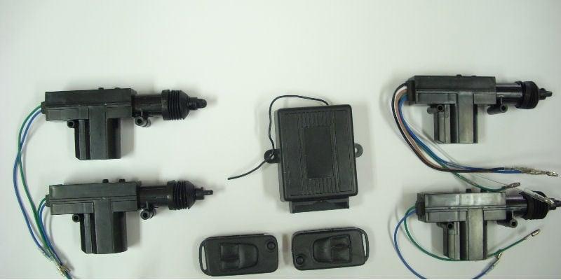 . . Централно заключване с 4 машинки+дистанционно